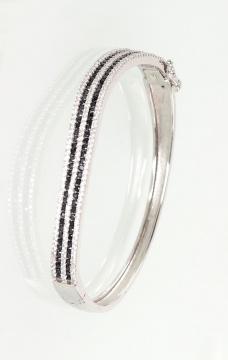 Silberne Armbänder